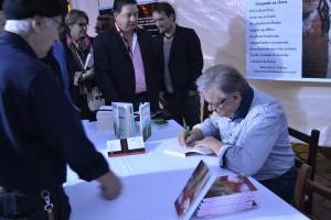 Aquiles Giovelli lançou Registros de um Tempo na 11ª Feira do Livro