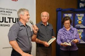 O patrono da 13ª Feira do Livro, Arnildo Rockenbach, em conjunto com seus colegas de Unijuí, Celso Martinazzo e Ingride Bozzetto, lançaram seu livro na Feira passada