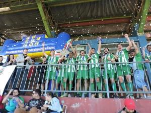 Aspirantes do Guarani comemoram o título