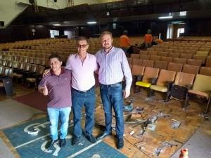 Beto Almeida (gerente de política estrutural da SDCE), Alcides Vicini (prefeito) e Rafael Rufino (secretário de Desenvolvimento de Cultura e Esporte)